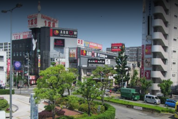 近鉄八尾駅前