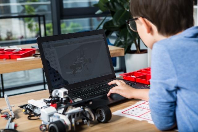 ロボットと少年